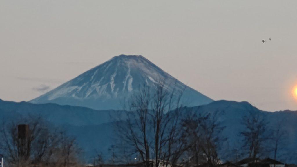 富士山の雪が例年に比べて少ない気がします。