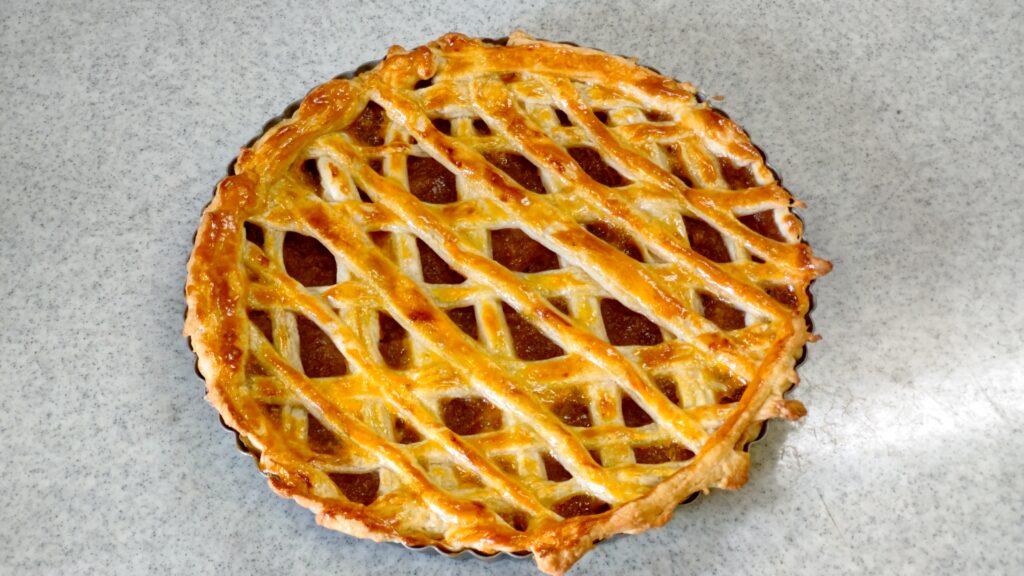 夜中にアップルパイを焼いてしまいました